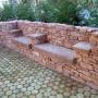 Falba épített pad