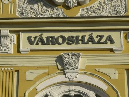Pécs Városháza felirat